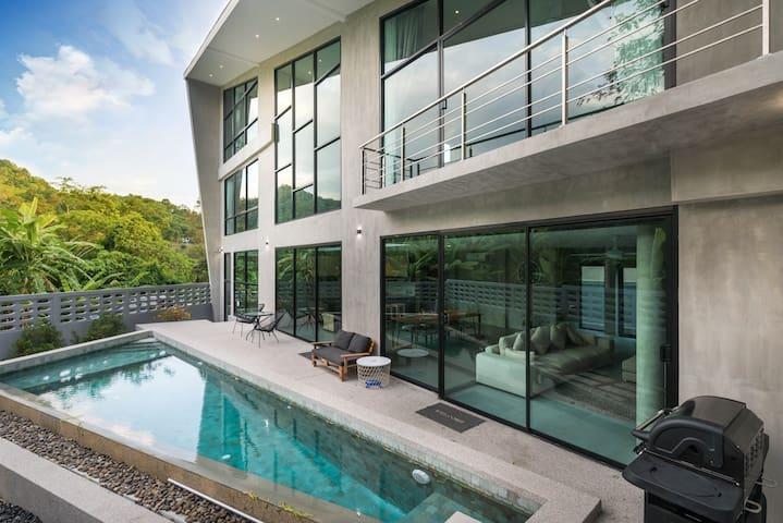 Luxury 3 Bedroom Pool Villa Angle