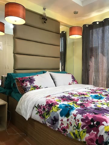 Cozy Condo with APPLE TV &UNLI WIFI beside SM mall