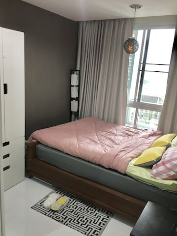 FREE room for friend ,only utilities pay wifi BTS