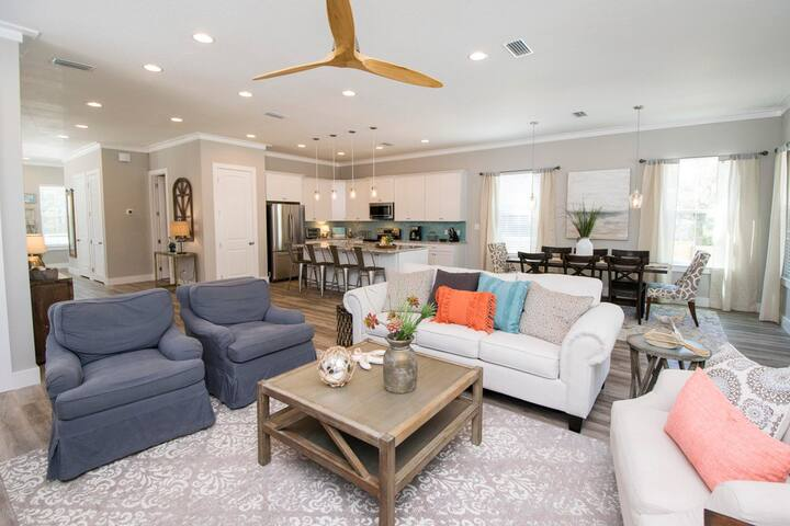 Open Floor Plan Perfect for Large Families and Groups.  Plus, Sofa Bed
