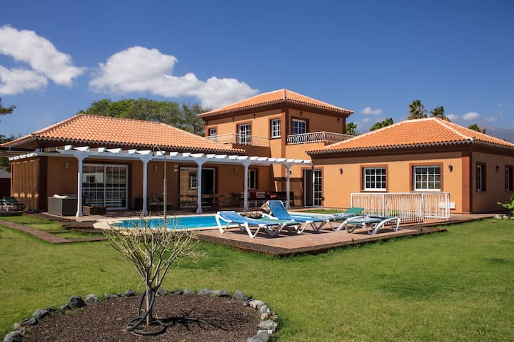 Tenerife: villa with pool close to golf courses