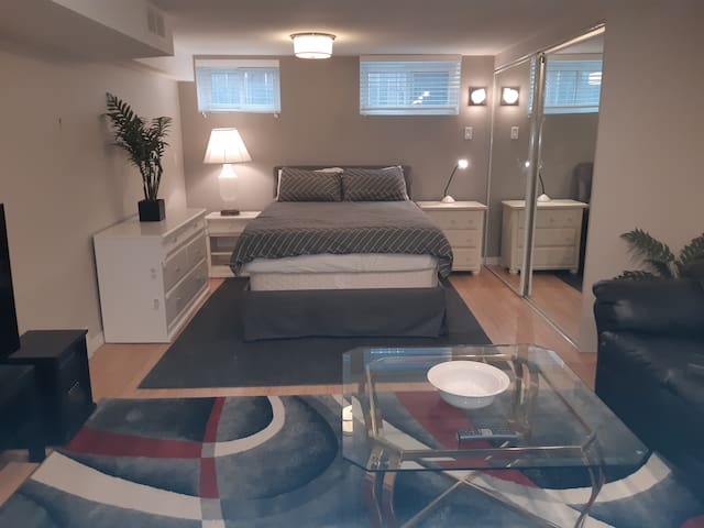 Cozy Private Suite -Shopping/Restaurants nearby