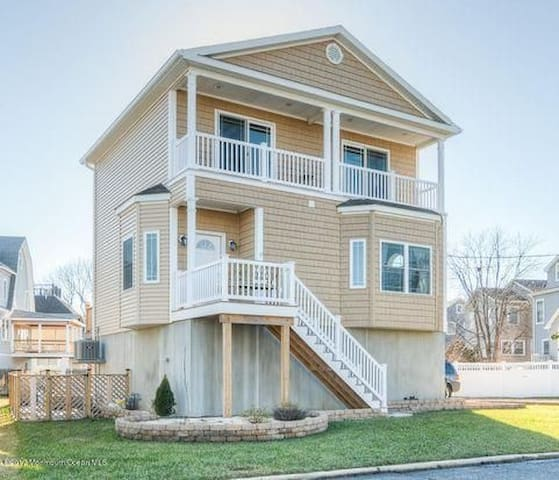 Sea Bright - Rumson Shore House