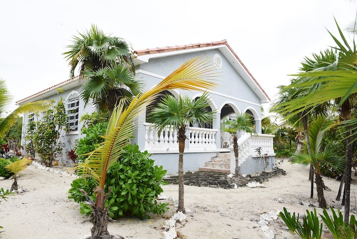 Palm Paradise Villa - Peaceful Island Relaxation