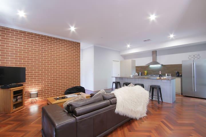 4 bed home near Perth City & Optus Stadium