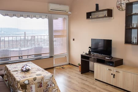 Varna Bay Apt. - Relaxed 2-bedroom with Sea View