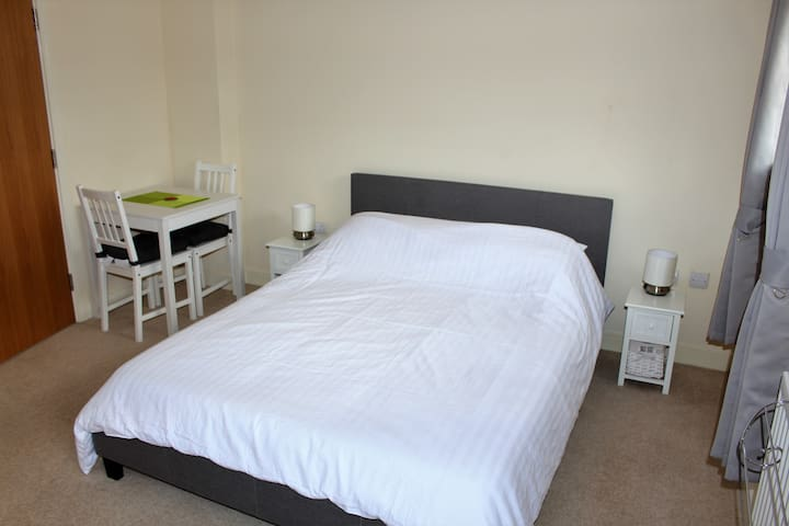 Farnborough Airport, 2 King beds with En-Suites.