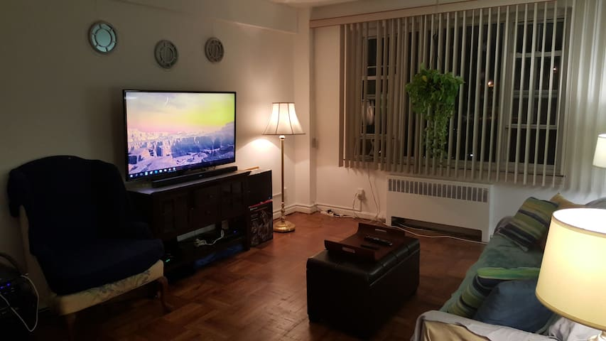 Westchester - Living Room shared - New Rochelle - อพาร์ทเมนท์