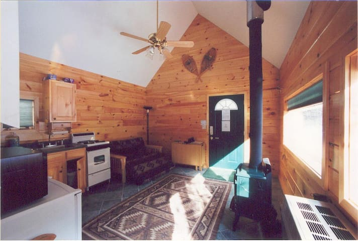 Guest cabin at the Creekside Cabins--Close to Gore - North Creek - Kabin