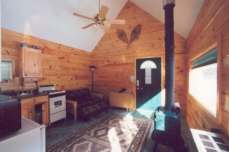 Guest cabin at the Creekside Cabins--Close to Gore - North Creek
