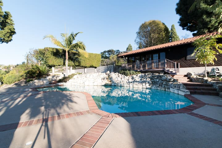Private Resort Ocean View Estate w/ Tennis Court - Rancho Palos Verdes - House