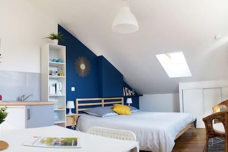 Le 53 C confortable studio neuf, calme et lumineux