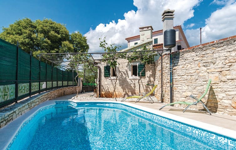 Charming stone house Villa Lancin with Pool - Divšići - Villa