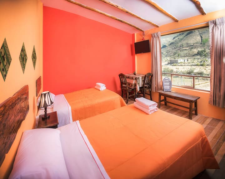 Cosy Twin Room Ensuite in Yanque @LeFoyerColca
