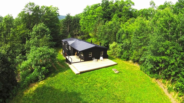 Cabin on the Hill – Fully Secluded & Close to Town