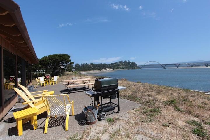Bayfront home w/shared pool & tennis access, near town & beaches!