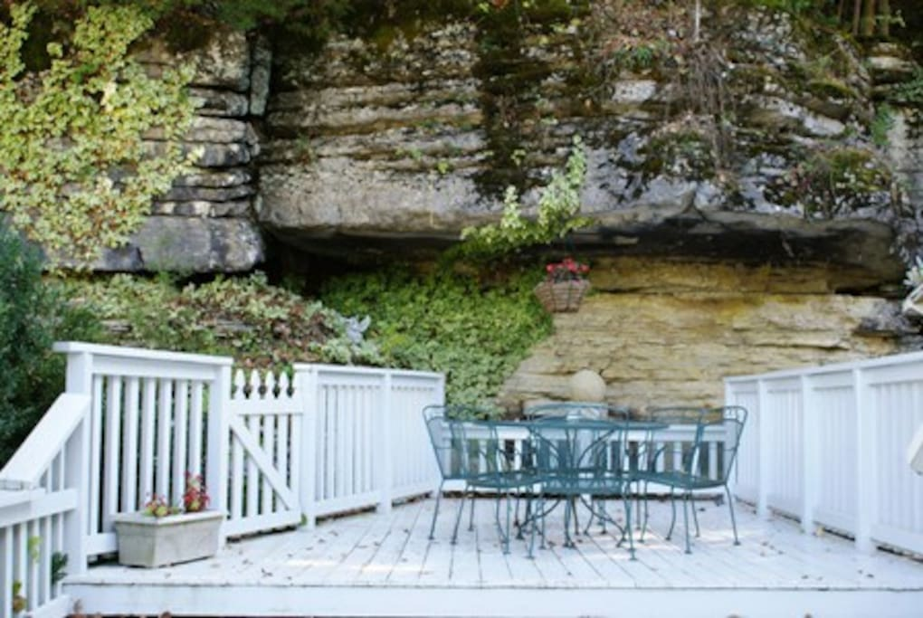 Large decks with gorgeous rock bluff views.