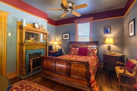 A Royal Retreat in the Logan Room at Cafe Cimino