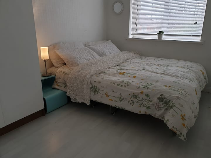 Cosy Double or Twin Bedroom