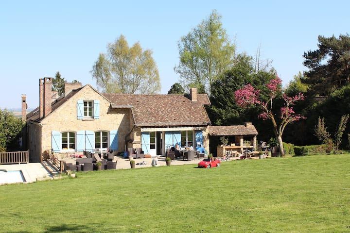 Legcity: grande maison avec piscine à 45' de Paris