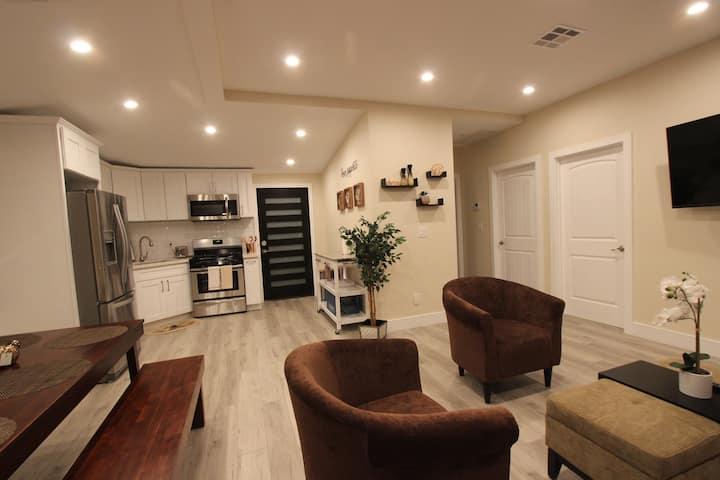 NY loft styled Retreat 1mile to Universal