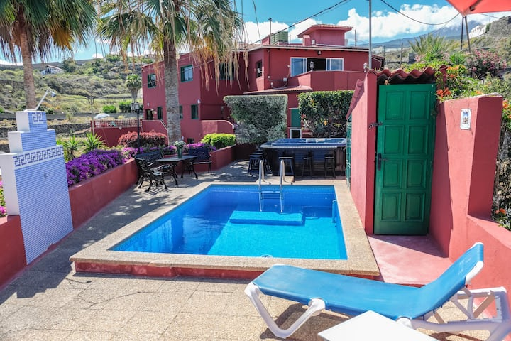 Stunning Holiday Apartment Mármol with Mountain View, Sea View, Wi-Fi, Terrace, Garden, Pool & Jacuzzi; Parking Available, Pets Allowed