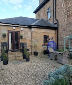 Bright and homely selfcontained flat with garden