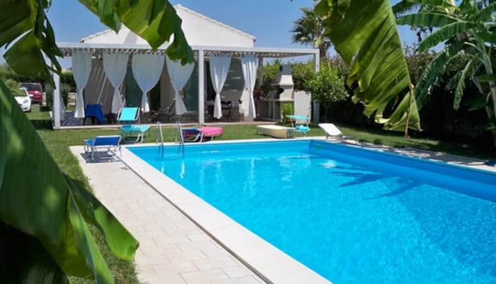 Villa con piscina, giardino privato