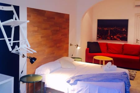 Beautiful room in downtown BCN w/private bathroom - Barcelona