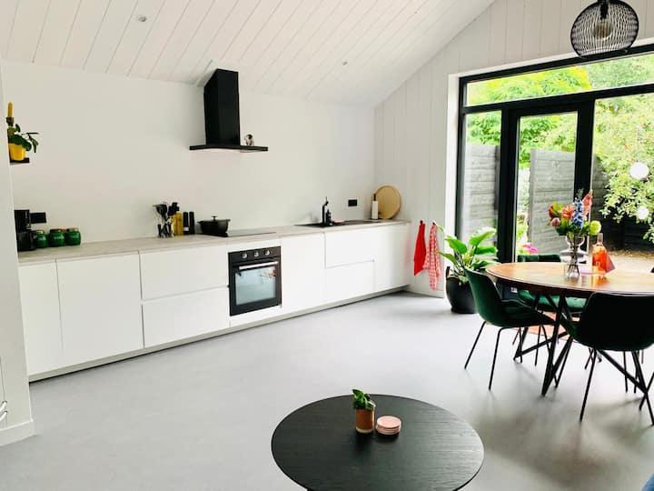 NEW- Luxe woning met ruim buitenverblijf (centrum)