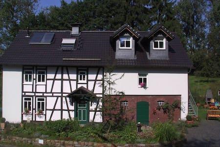 Haus Hannesgens - Ferienwohnung - Busenhausen