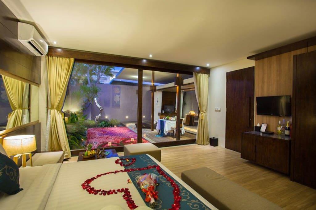 ROMANTIC BED SETTING