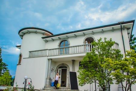 Moderna ed elegante villa a Carate Brianza. - Carate Brianza