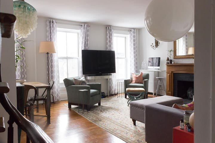 Large 1 Bedroom in Historic Townhouse Apartment