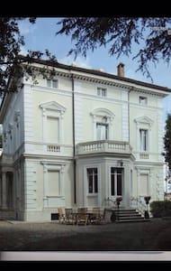 Elegante stanza in appartamento in Dimora Storica - เซียน่า - วิลล่า