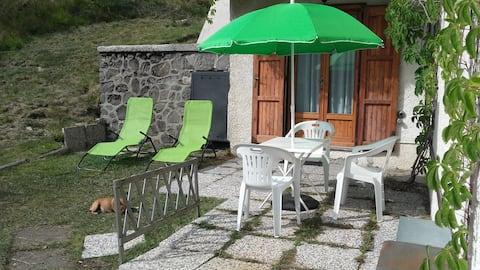 Monolocale panoramico con giardino in Abetone
