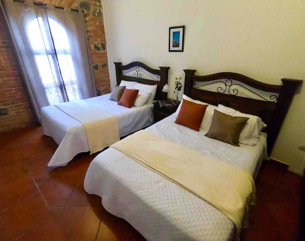 *CASA LUZ*  COMFORT ROOM  TWO BEDS 4 GUESTS