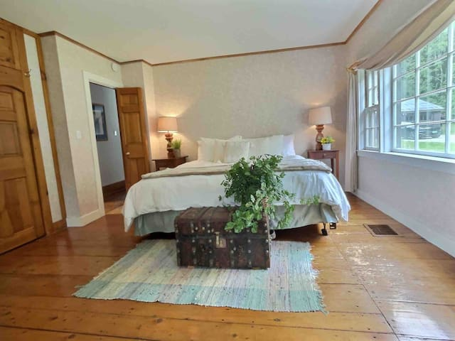 Relax in the master suite, complete with a spacious king bed, plenty of closets, en suite bathroom, a bonus room for reading a book, a desk for working from home, if needed and plenty of room for a crib (pack and play provided) if there is a baby.