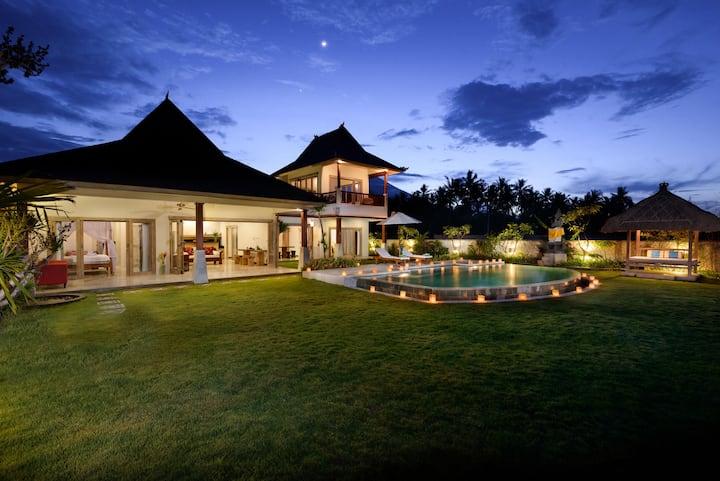 Villa Agung beach front in Amed