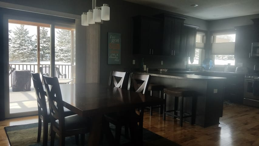 SuperBowl!  Newer 4 bdrm home, 20 min from game!