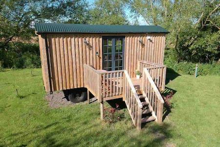 Sunset Shepherds hut (Riverside)