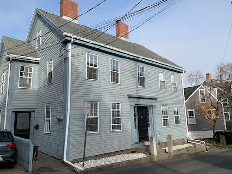 Heart of Old Town Duplex, Steps from Harbor