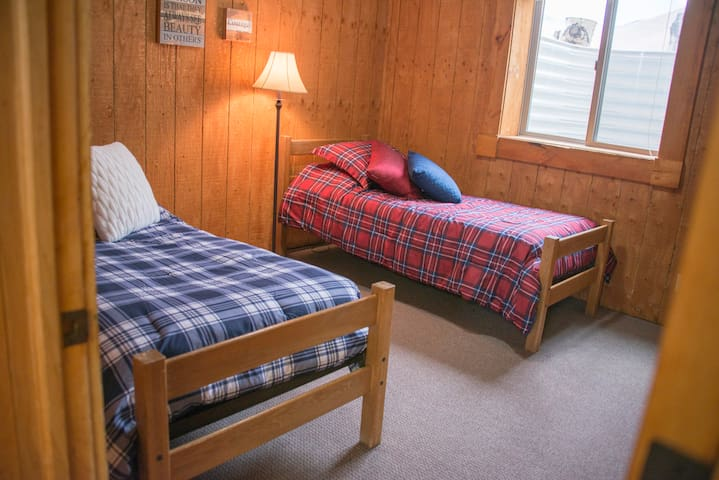 Craters of the Moon Lodge - Cabin Room