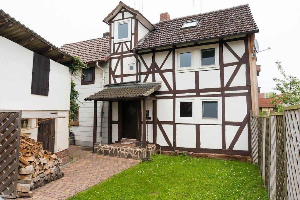 Anraffer Vogelhäuschen – 300 Jahre altes Fachwerkhaus