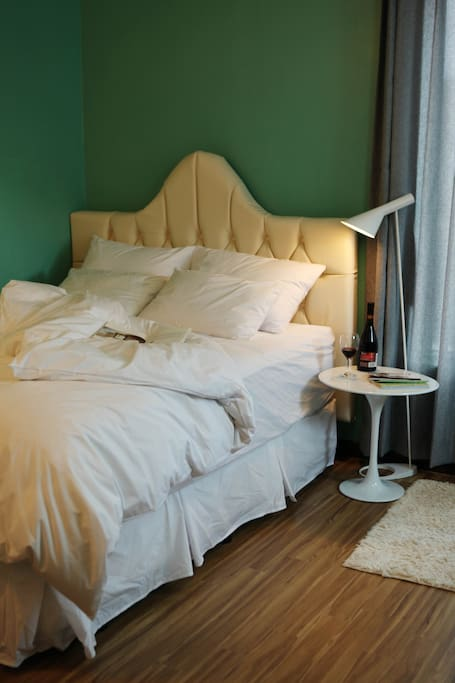 침대(Qeensize bed)