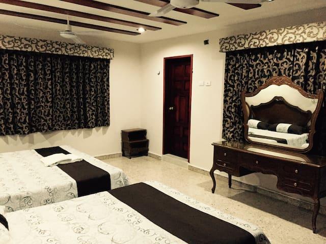 Family Room Luxury. KIN-BEH - Valladolid - Bed & Breakfast