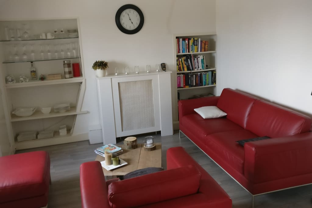 Livingroom 18 square meters with tv, chromecast, xbox and ouya