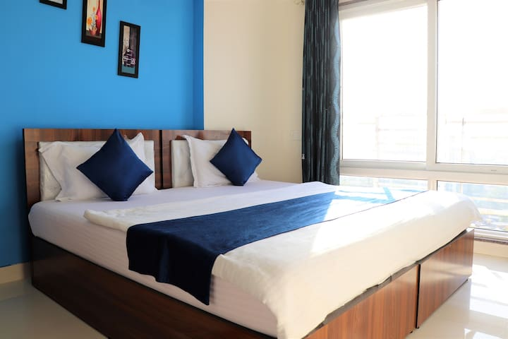 ❤ Cool Stay: Couple Friendly ✔ King Bed ✔View