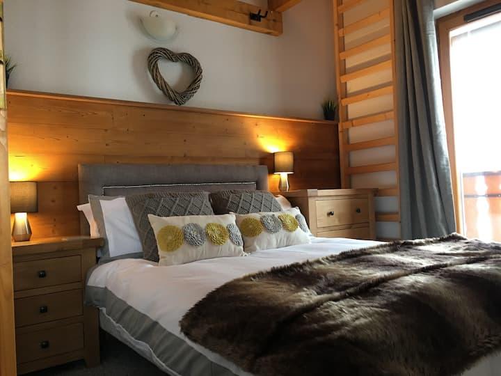 Cosy Mountain/ Lake Apartment sleeps 2-5