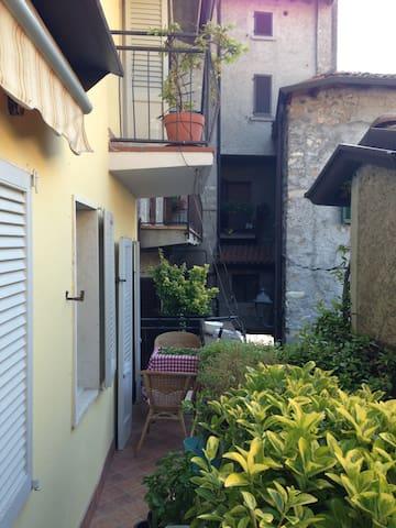 Characterful house in borgo centre - Riva di Solto - Huis